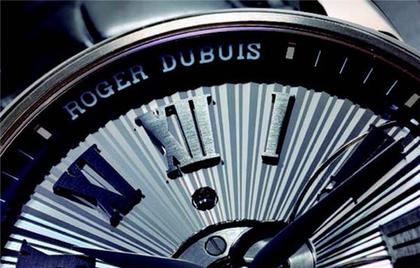 罗杰杜彼 Hommage Double Flying Tourbillon 以古典纹路衬托陀飞轮