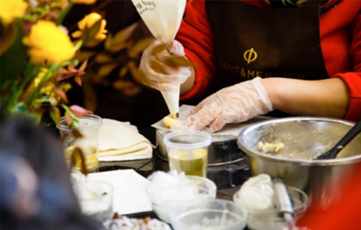 盛时表行太原王府井百货店举办名士烘焙艺术课堂