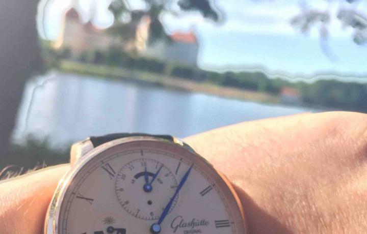你与世界,近在咫尺 格拉苏蒂原创议员世界时腕表