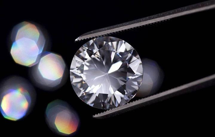 腕表上的钻石