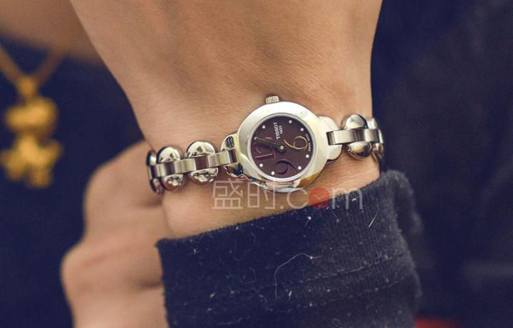 天梭 Tissot 时尚系列 T01.1.185.62 石英 女款圣诞特惠1080元!