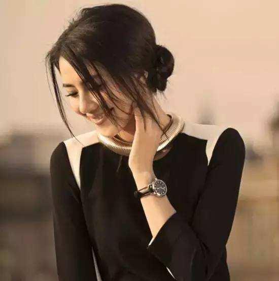 对面的女孩看过来 你的气质和你的腕表真的搭吗?
