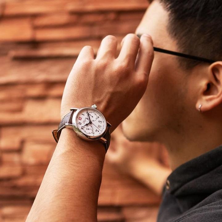 浪琴红12手表,给你不一样的体验~