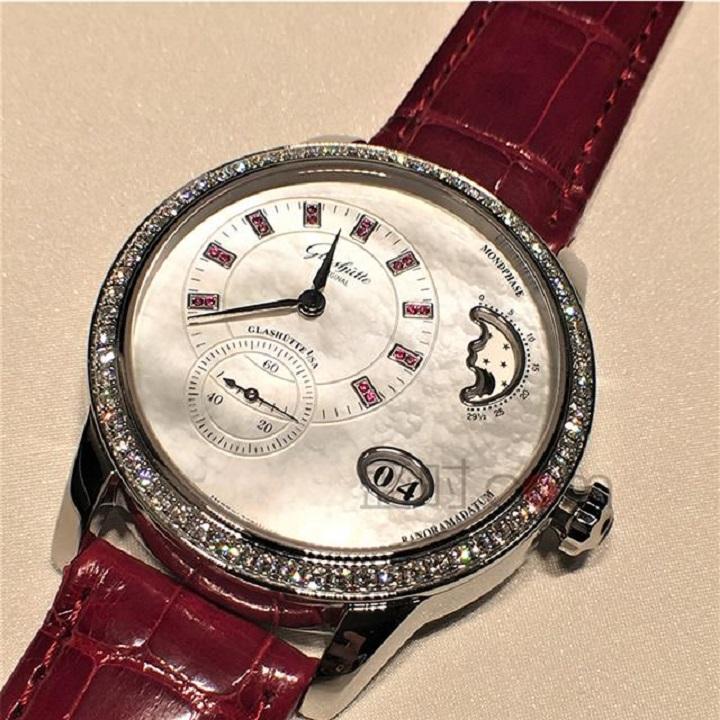 """一款可以显示月亮""""阴晴圆缺""""的腕表"""
