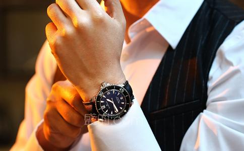 哪些品牌有夜光手表?