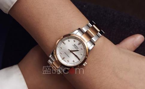 dw手表怎么调节表带?