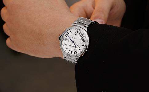 520送什么?选卡地亚情侣手表