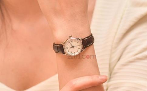 nomos手表属于啥档次,下文给你答案。