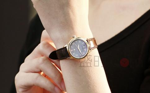 女生戴手表给人感觉,优雅动人