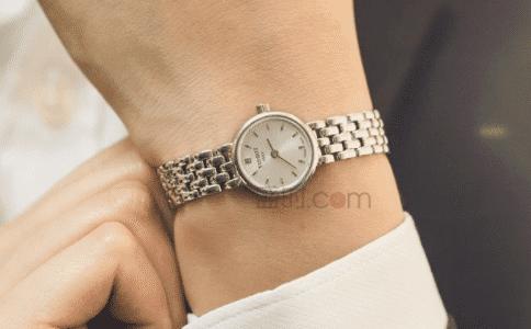 天梭女款表,腕间时尚与风度并存