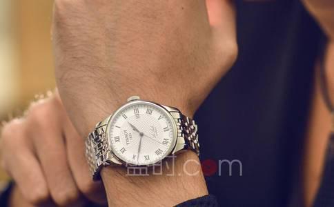 瑞士军表与天梭腕表相比较
