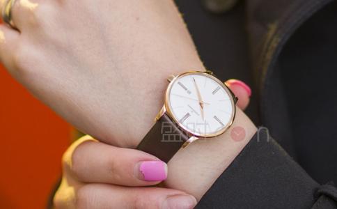 冠琴手表,腕间的精简设计
