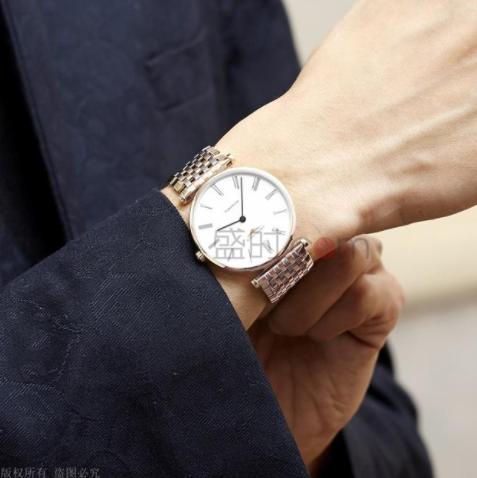 男人带手表带哪只手并没有一定的要求
