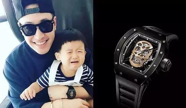 潘玮柏手上佩戴的那块骷髅头手表是什么品牌?