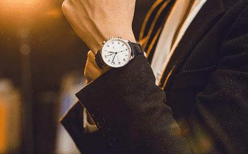 万国手表维修售后电话怎么查?