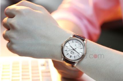 手表戴在哪只手上合适呢?男士的左手还是右手呢?