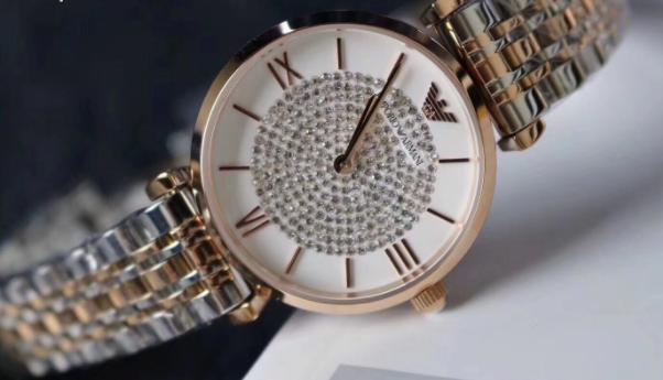 一枚闪闪发亮的阿玛尼满天星手表