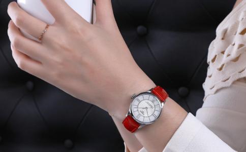 女手腕细戴手表图片,在这了解
