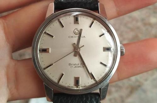 八十年代雪铁纳手表当时多少钱,现在能值多少钱?