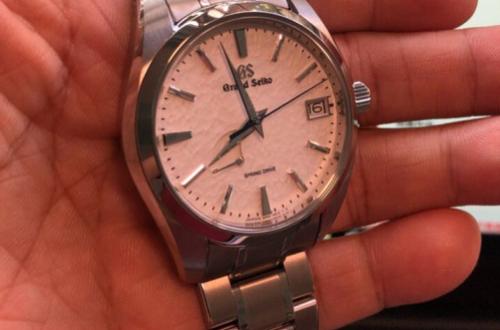冠蓝狮手表的哪些独特设计