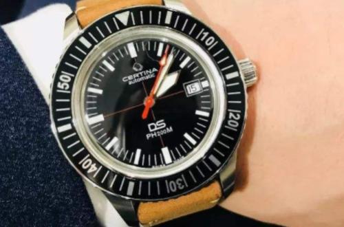 天梭与雪铁纳手表服务对象不同,款式也不同
