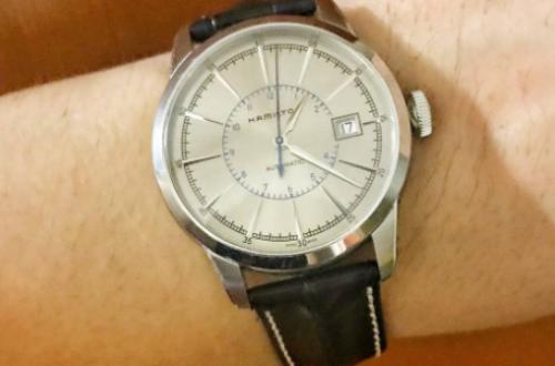 手戴汉米尔顿海军先锋限量版表,开创海上计时里程碑