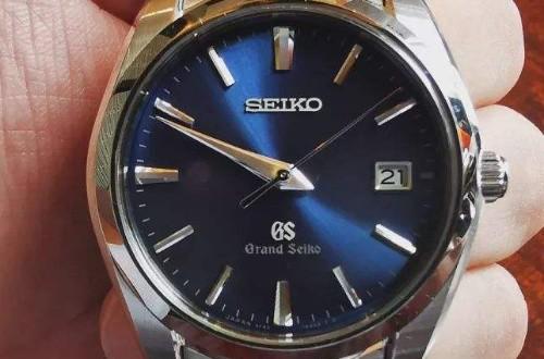 为什么很多人都非常喜欢冠蓝狮奶油盘手表呢?