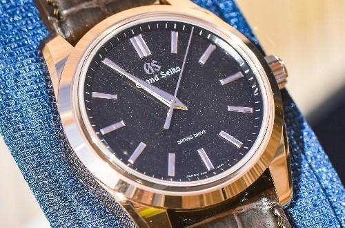 冠蓝狮皮表带款式的手表,在专卖店里的款式多不多?