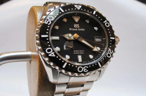 在冠蓝狮上海专卖店里,可以购买到限量款的手表吗?