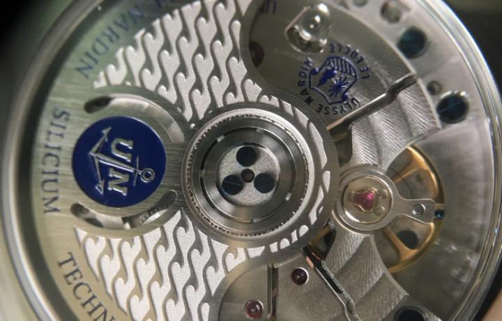 雅典表鎏金系列小秒针限量腕表