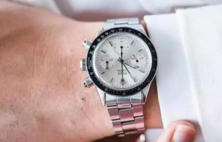 机械手表按规范调时间否则可能导致手表故障