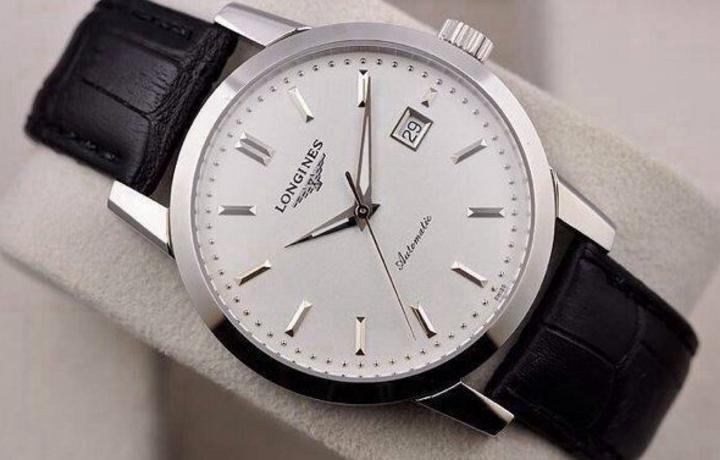 买浪琴手表的时候选择什么材质的表带?