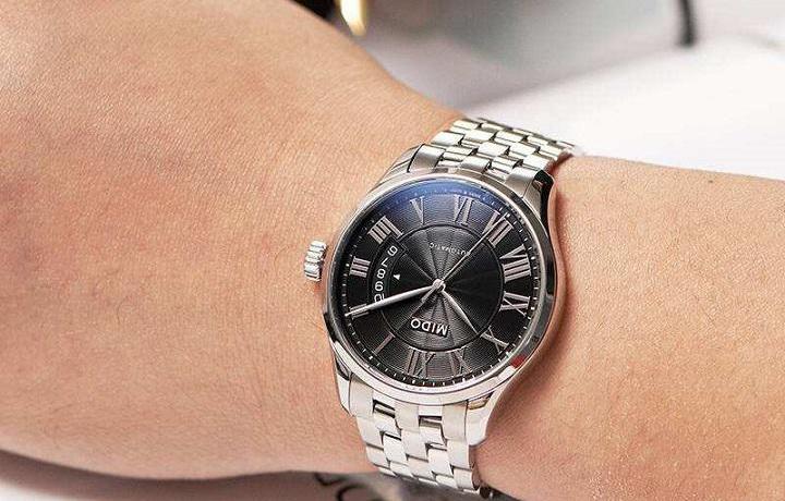 情人节如何选购手表?选美度还是天梭?