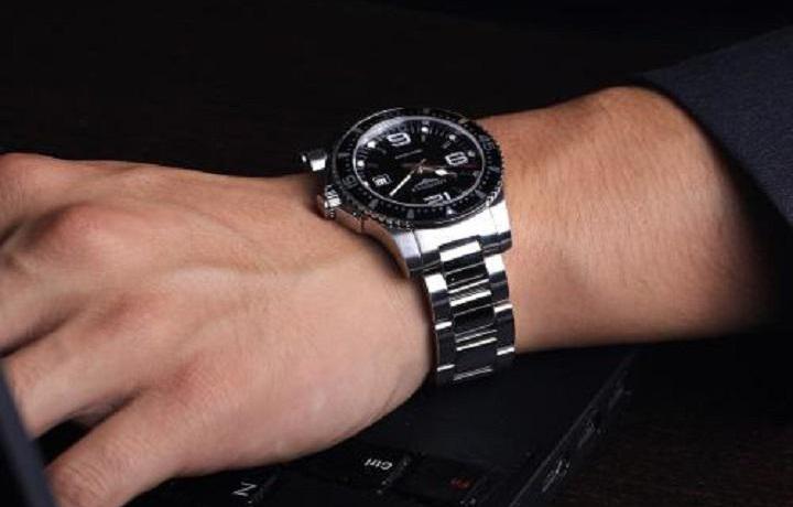手表快讯:手把手教你如何选购两地时手表