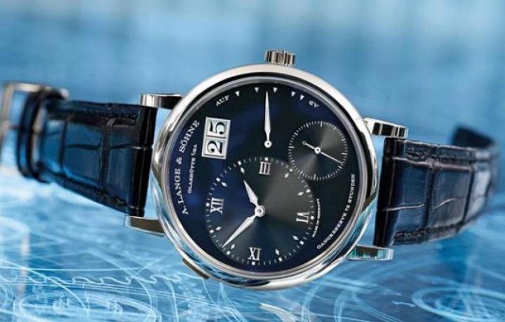 睡觉带手表竟然有这么多危害?朗格手表的秘密