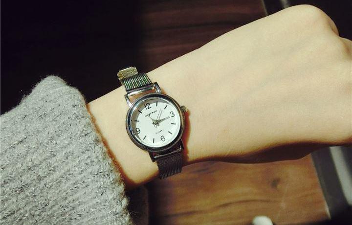 女士买手表什么品牌好?在腕间演绎出一曲色彩变奏曲