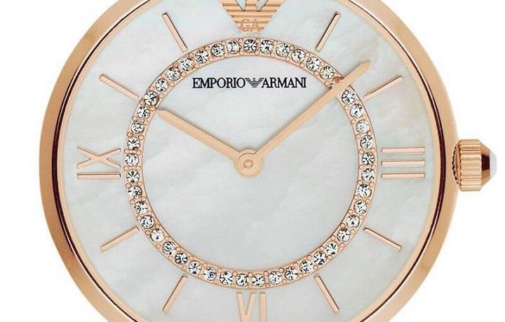 潮流穿搭:25岁的女性佩戴哪种品牌手表更凸显个性?