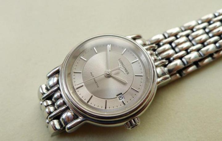 浪琴瑰丽——一款集齐时尚、奢华、低调于一身的功能腕表