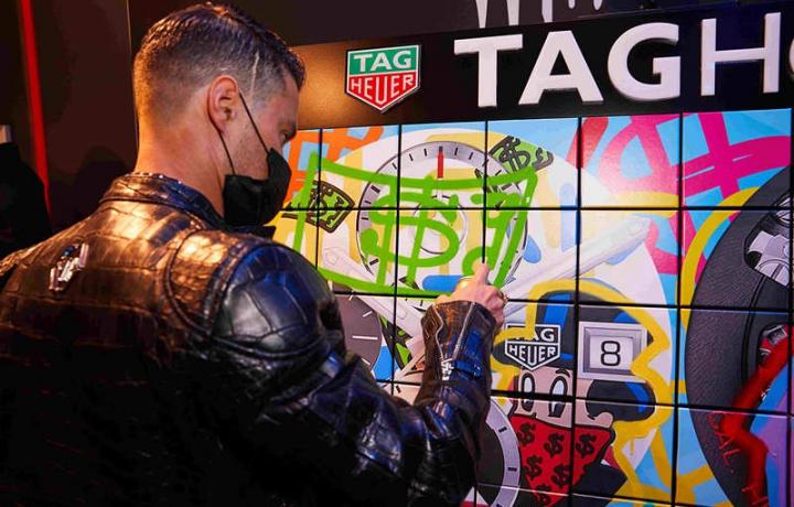 艺术碰撞时间:泰格豪雅携手先锋艺术家Alec Monopoly发布两款腕表新作