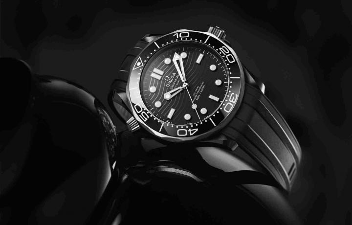 陶瓷与钛金属的创新融合—— 欧米茄发布海马系列300米潜水表全新力作
