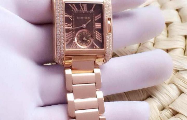 女人挑手表就像挑衣服,爱不释手!