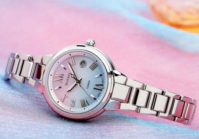卡西欧SHEEN优雅呈现系于腕间的那一道柔美与粉蓝