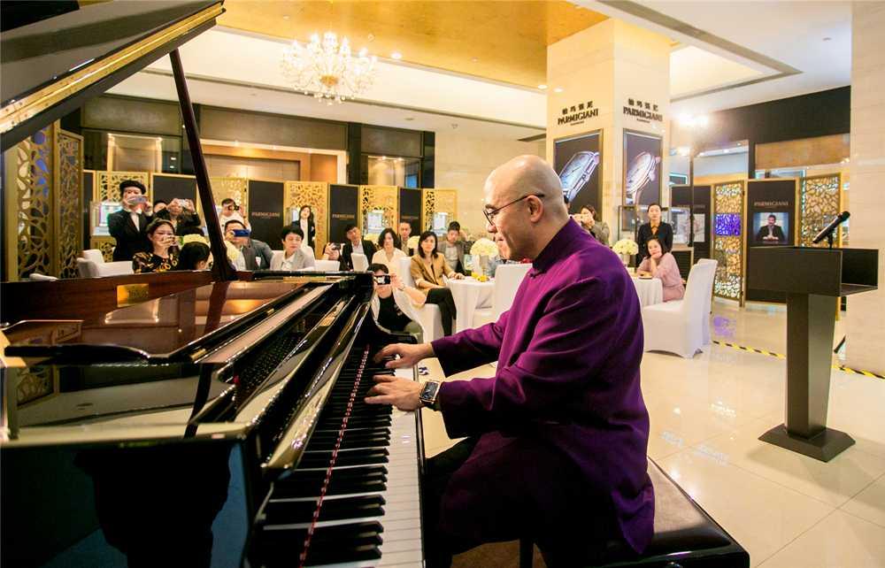 钢琴表演艺术家孔祥东先生指尖流转,演绎帕玛强尼时间艺术
