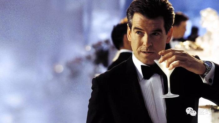 他泡过52位顶级美女,每周豪饮90杯酒,手上戴的则是......