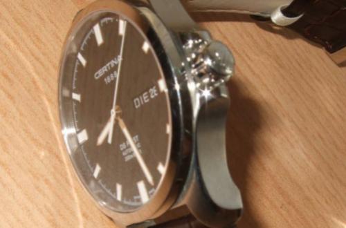 雪铁纳手表表圈晃动,应该怎么办呢?