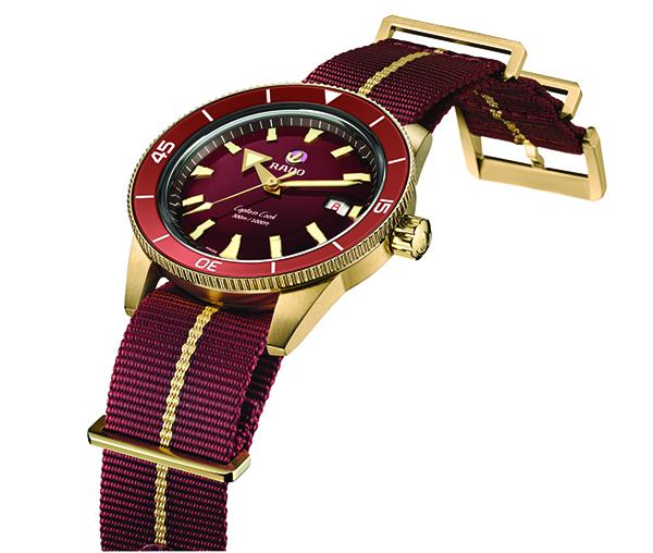 """戴上""""红库克"""" 新年就要这样红! Rado瑞士雷达表中国大陆地区品牌大使白宇佩戴Captain Cook库克船长勃艮第红青铜腕表拍摄时尚大片"""