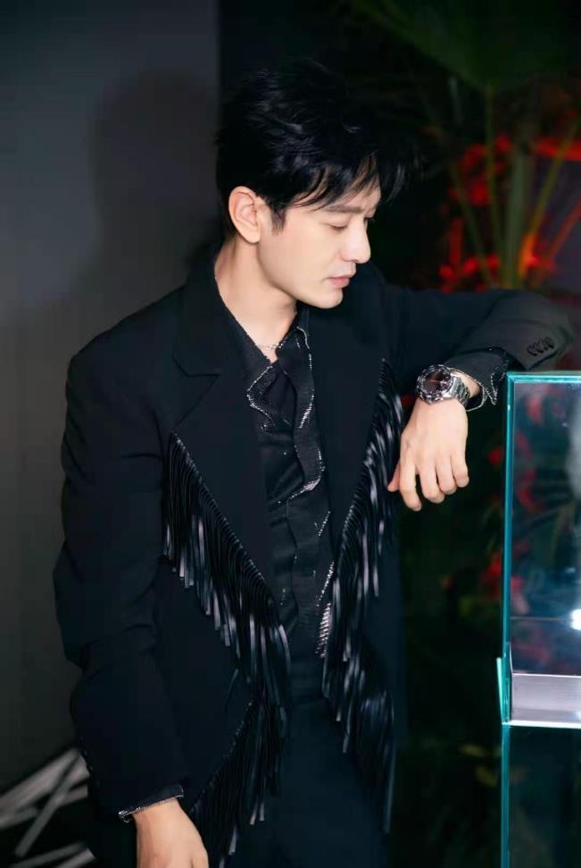 这一刻 光耀无界 TISSOT天梭表携手黄晓明和陈飞宇共赴腾智·无界系列新品发布盛典